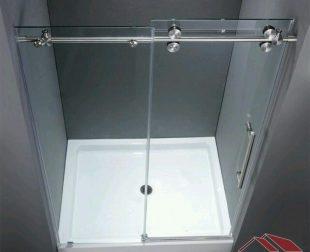Sklenené sprchové kúty s posuvnými dverami