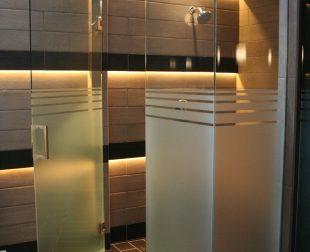 Sklenené sprchové kúty s otváracimi dverami